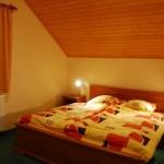 4 двухместных номера (двуспальная или две односпальные кровати)